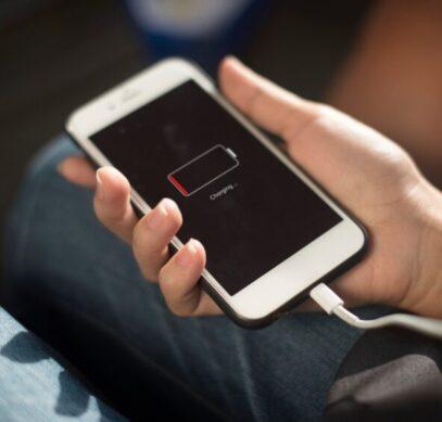Пользователи по всему миру сетуют на очень быстрый разряд iPhone - 1