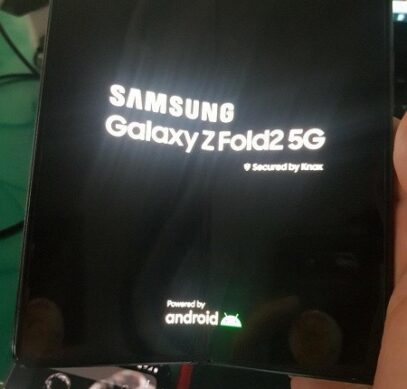 Первое живое фото Samsung Galaxy Z Fold 2 во включенном состоянии