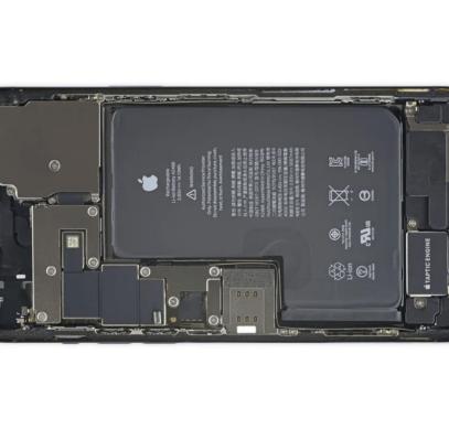 Разборка iPhone 12 Pro Max показала батарею необыкновенной формы - 1