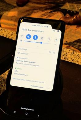 Samsung показала очень странный прототип 5G-смартфона, но не разрешила его опробовать (фото)